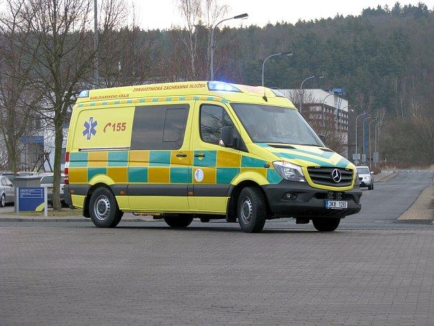 Nová převozová sanitka, speciálně určená pro transport novorozenců, vyšla na 2,6 milionu korun a zaplatil ji Karlovarský kraj.