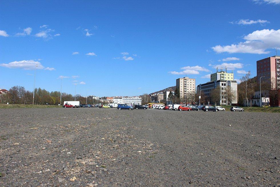 Velká plocha podél Západní ulice je dlouhé roky nevyužitá. Možností k realizace je mnoho.