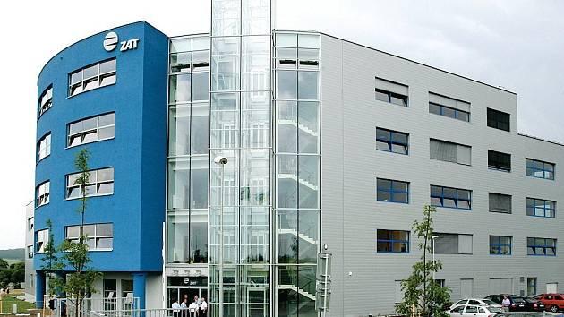 NOVÉ VÝVOJOVÉ CENTRUM FIRMY ZAT. Příbramská firma ZAT v pátek otevřela v Plzni blízko obchodního centra Olympie nové vývojové centrum.
