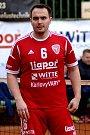 Nohejbalisté SK Liapor Witte Karlovy Vary (v červeném) se v dalším kole extraligy rozešli smírně se Spartakem Čelákovice 5:5.