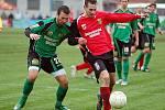 V dalším kole fotbalové divize bylo ve skupině B na programu sokolovské derby, ve kterém Spartak Chodov (v červeném) remizoval s FK Baník Sokolov B (v zeleném) 1:1.
