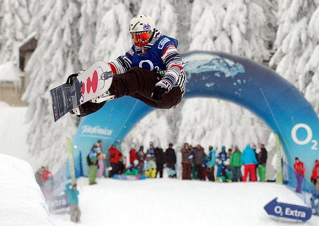 Excelentní představení předváděli snowboardisté v rámci Evropského poháru na klínovecké U–rampě.