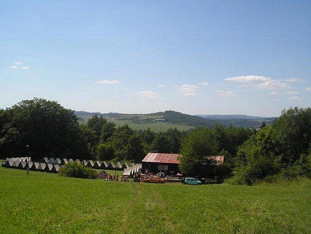 Na léto karlovarský Dům dětí už tradičně připravuje letní tábory. Na ty se mohou zájemci už hlásit, protože kapacita je omezena.