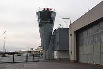 KARLOVARSKÉ LETIŠTĚ. Letiště v Karlových Varech prochází další etapou modernizace, aby splnilo požadavky Schengenu.