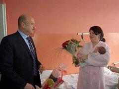HEJTMAN Karlovarského kraje  navštívil maminku Simonu Michalovou a její dceru Sarah.