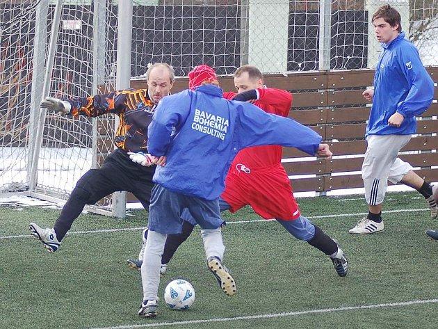 Derby horalů odehráli v rámci druhého kola v Sedleci hráči Perninku a Potůček. Nakonec se z vítězství radovali perninští fotbalisté, kteří udolali Potůčky v poměru 7:6.