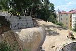 Sanace svahu nad kinem Čas má být hotová do konce roku. Město pak chce nový pozemek nabídnout k prodeji.
