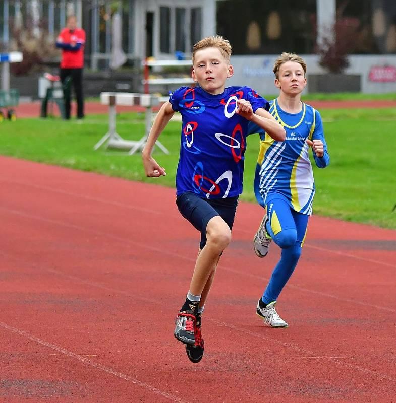 Karlovarské kontrolní závody uspořádal v týdnu na městském atletickém stadionu v lázeňském městě Triatlet Karlovy Vary.