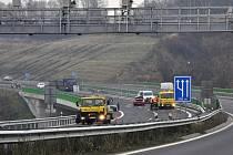 Nehoda tří automobilů u Louček.