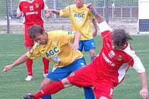 Bodově naprázdno vyšli fotbalisté Spartaku Chodov na hřišti Českého Brodu. Nenavázali tak na velmi cenný bodový zisk z domácího prostředí, ve kterém uhráli remízu 1:1 s Teplicemi B.
