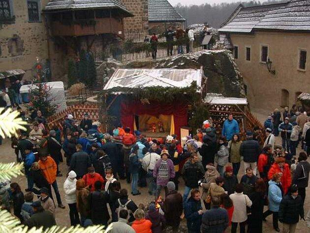 Na hradě Loket můžete prožít již 11.vánoční trhy a to už nadcházející víkend 13. a 14. prosince.
