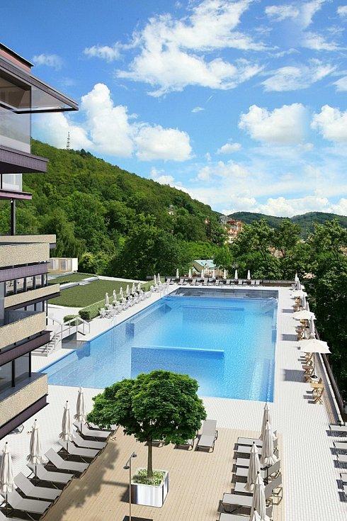 Nová podoba venkovního bazénu.