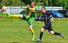 Dalovice slavily v domácím prostředí výhru 7:3 nad týmem Děpoltovic (v černém).