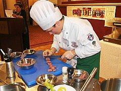 VÍTĚZSTVÍ v kategorii kuchař vybojoval na prestižní soutěži Roman Střalka z Labské hotelové školy Pardubice.
