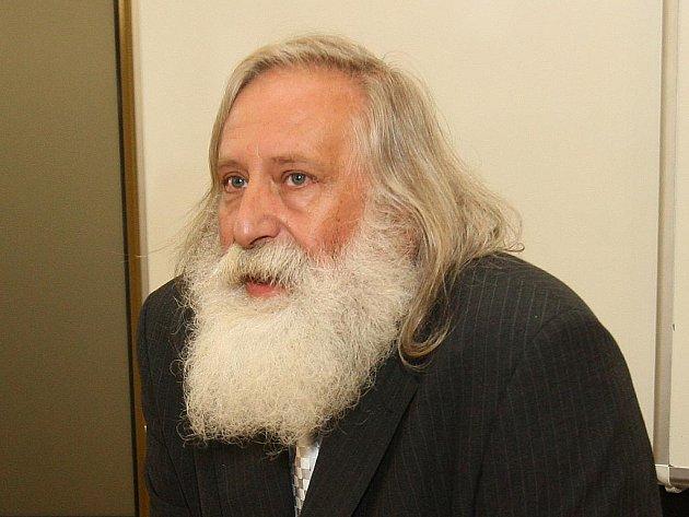 Milan Kindl, bývalý děkan a proděkan Právnické fakulty Západočeské university v Plzni.