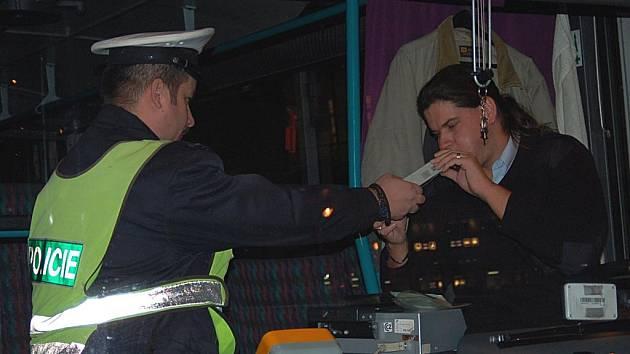 Řidič autobusu, který krátce po sedmé ranní přijel z Božího Daru do Karlových Varů, stejně jako 99 jeho kolegů, odešel z kontroly 's čistým štítem'.