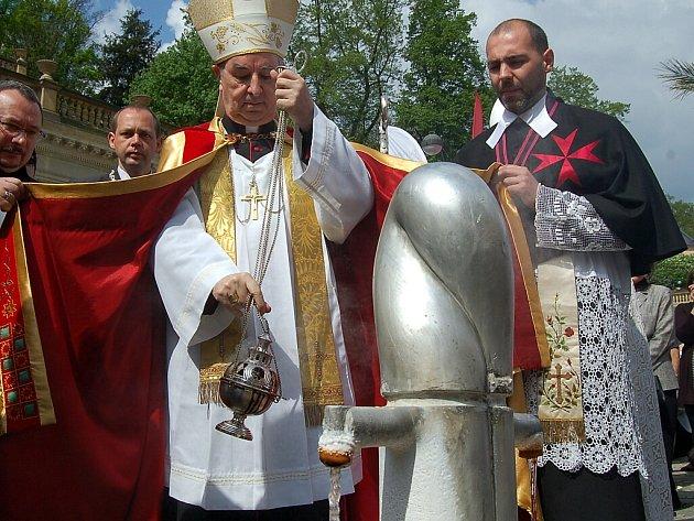 Zahájení sezony 2012 v Karlových Varech. Svěcení pramenů.