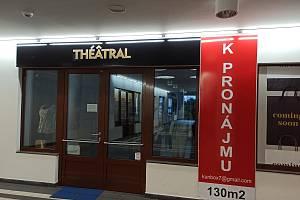 K pronájmu jsou také obchody poblíž Městského divadla.