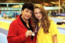 JANA NOVOTNÁ (vpravo) s trenérkou Moudrou.