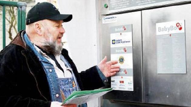 Tvůrce myšlenky babyboxu Ludvík Hess osobně představil v Karlových Varech jeho fungování a také poděkoval donátorům.