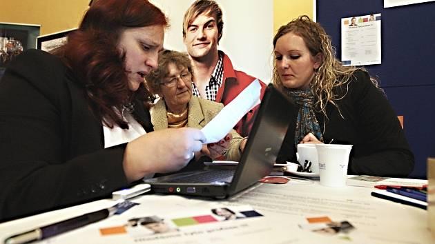 Pomoc při hledání mohou i přeshraniční burzy práce, které se konají v Karlovarském i Ústeckém kraji.