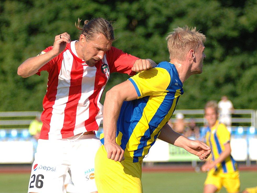 Viktoria Žižkov (v červeném) vyhrála v Mariánských Lázních nakonec 4:1.