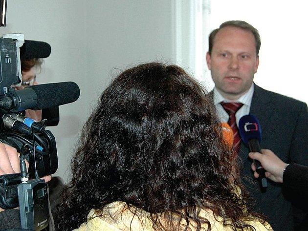 Před médii. Výsledky auditu na projekt Cultura 2000 vysvětloval Josef Bečvář, vedoucí vnitřního auditu magistrátu, i před médii. Moc toho neřekl. Údajně v něm jde o řadu osobních údajů.