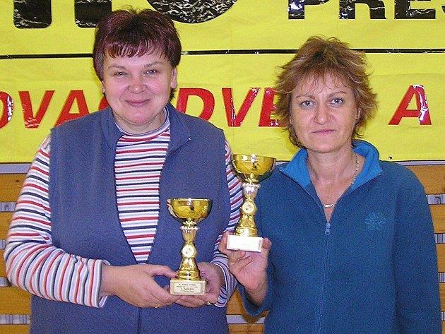 Jednu ze dvou zlatých medailí na přeštickém turnaji EMO open vybojovaly Máša Nováková (vlevo) s Hankou Šlehubrovou.