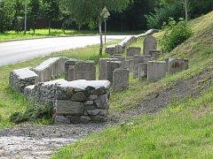 Obnovený židovský hřbitov v Bečově.