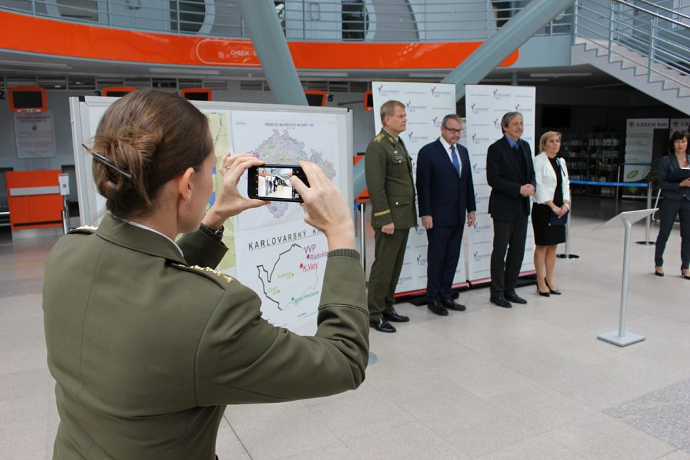 Armáda má zájem o využívání karlovarského letiště.