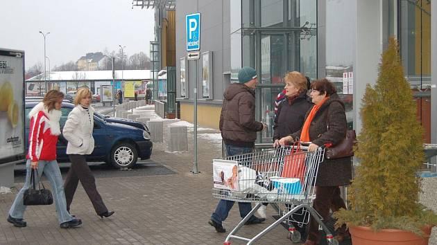Obchody jsou i nyní plné zákazníků.