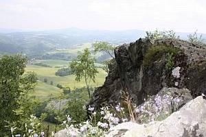 Vrchol Šemnické skály je chráněná lokalita.