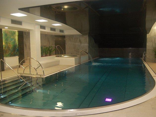 Nový bazén a balneocentrum karlovarského hotelu Thermal.