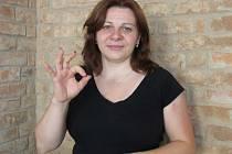 PETRA BERÁNKOVÁ je tlumočnicí znakového jazyka a také sociální pracovnicí, která se věnuje hluchým v našem kraji.