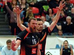 V Ostravě rozhodoval tie-break. Karlovarsko hraje pátý zápas v sobotu večer doma. Karlovarsko v černém