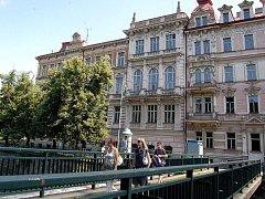 Vysoká škola Karlovy Vary zatím objekt bývalé základní školy na nábřeží Jana Palacha městu nevrátila. Čas na to má dokonce října.