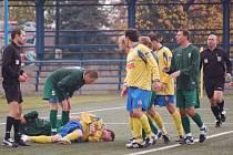 Pranice při zápasu Buldoků s Varnsdorfem.
