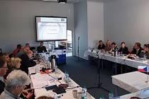 Monitorovací výbor ROPu Severozápad na jednom ze svých zasedání.