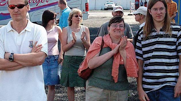 Na třetí demonstraci u AC Startu přišla hrstka lidí.