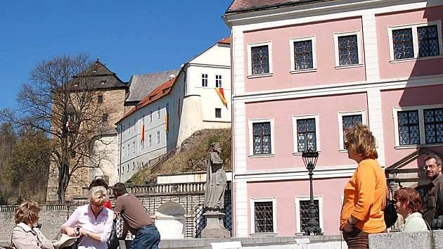 Bečovský zámek není maximálně zabezpečen proti požáru. Pomoci se ale jen tak nedočká.