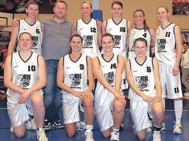 Hráčky ligového basketbalového družstva karlovarské Lokomotivy.