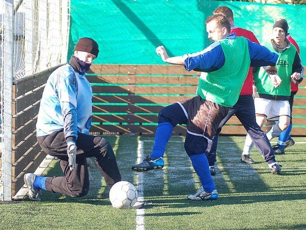 BITVA. Bacardi s Hájkem předvedli v Sedleci pořádnou fotbalovou bitvu, která skončila lépe pro hráče Bacardi.