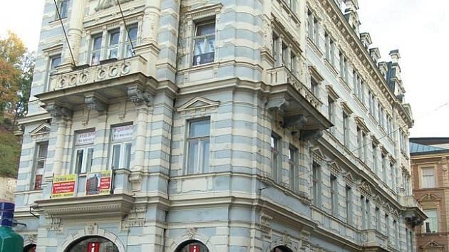 JEŠTĚ JSOU MĚSTA. Domy Lázeňská 1, 3, 5 stále patří městu. Během velmi krátké doby však změní majitele.