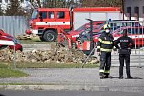 Bagrista našel ve výkopu munici, museli evakuovat sídlo záchranky
