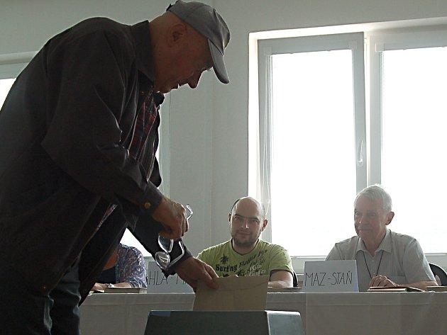 Do komunálních voleb na Karlovarsku půjdou na kandidátkách nejen studenti, ale také senioři.