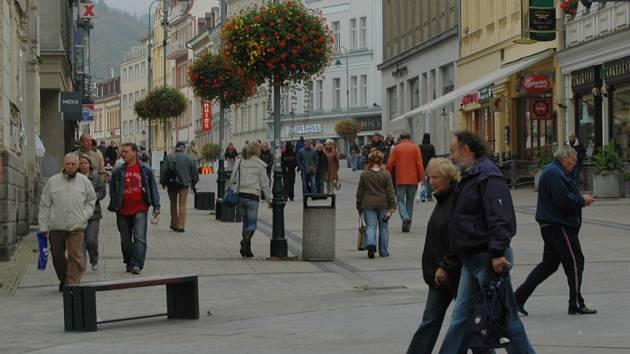 Naše anketa v ulicích Karlových Var potvrdila, že lidé nemají jednotný názor na umístění radaru v ČR.