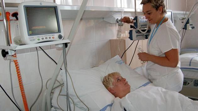 KOMFORT PRO PACIENTY I ZDRAVOTNÍKY. Nové specializované pracoviště chirurgie v karlovarské nemocnici nabídne pacientům i samotným zdravotníkům lepší zázemí.