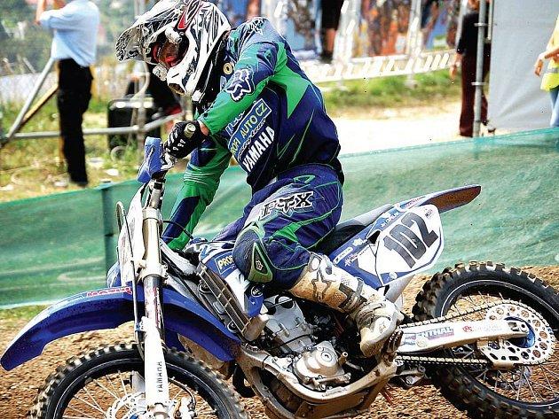 Jiří Čepelák byl jedním ze zástupců českých jezdců, kteří zasáhli do víkendového mistrovství světa v Lokti. Podle něj je škoda, že v žádném týmu, které mají licenci na světovou sérii, nejezdí český motokrosař. Prý by na to někteří určitě měli.