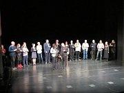 Letošní Noc divadle aneb všechny cesty vedou do Karlovarského městského divadla vábila na Becherovku.