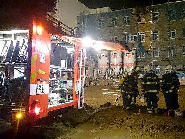 V areálu ostrovské nemocnice hořelo, pacienti v ohrožení nebyli